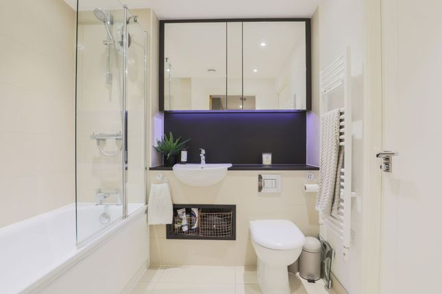 Bathroom of 5 Cable Walk, London SE10
