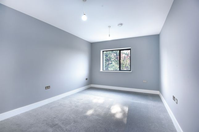 Thumbnail Flat for sale in Grovelands Road, Purley