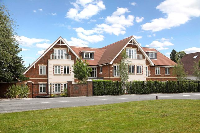 Thumbnail Flat for sale in Glenock Place, Penn Road, Knotty Green, Beaconsfield
