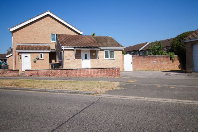 Thumbnail Bungalow to rent in Tyne Cresent, Bedford