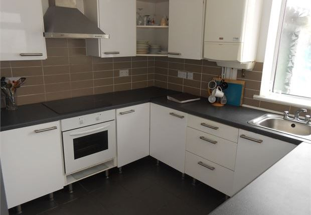 Shared accommodation to rent in Richardson Street, Sandfields, Swansea
