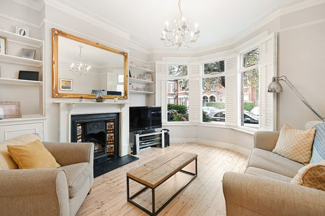 2 bed flat for sale in Burnbury Road, London SW12