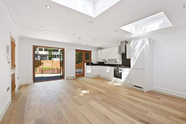 Thumbnail Bungalow for sale in Crescent Road, Crouch End, London
