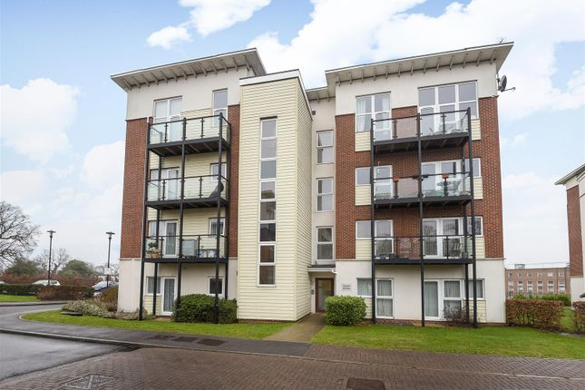 1 bed flat for sale in Park View Road, Leatherhead