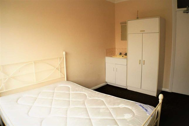 Thumbnail Flat to rent in Brighton Road, Lancing