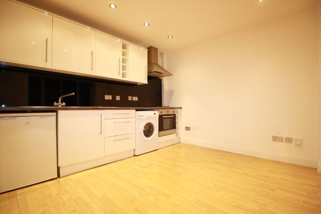 Thumbnail Flat to rent in Croydon Road, West Wickham