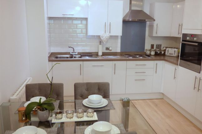 2 bed flat for sale in High Street North, Poole