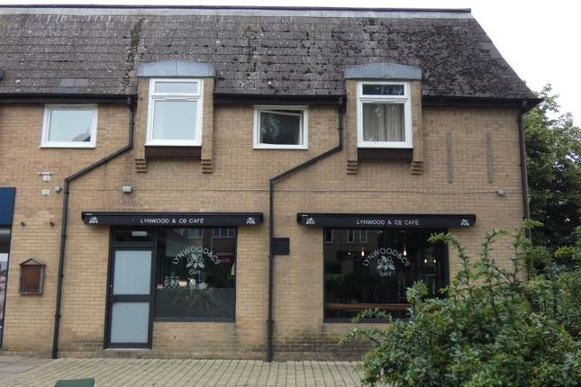 2 bed flat to rent in Streatfield House, Carterton, Oxon OX18