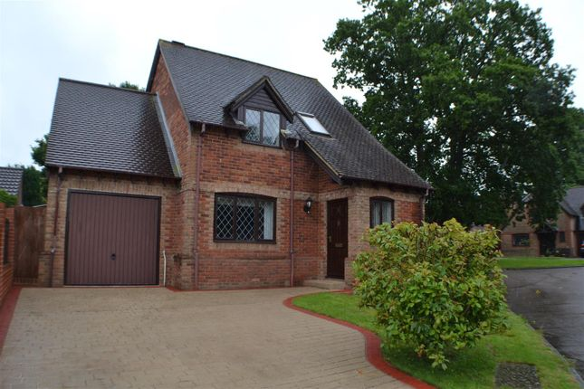 Thumbnail Detached house for sale in Saunders Garden, Tadley