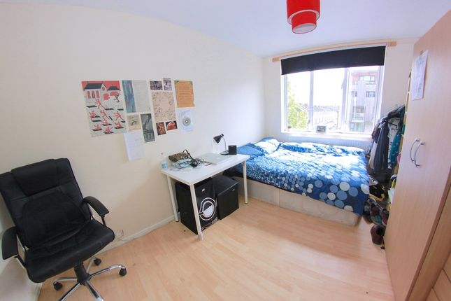 Thumbnail Shared accommodation to rent in Seagrave Close, Wellesley Street, London