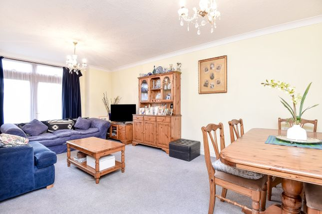 Thumbnail Flat for sale in Sandringham Gardens, North Finchley, London