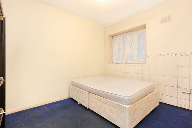 Thumbnail Flat for sale in Elmington Estate, Camberwell, London