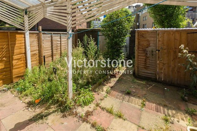 Thumbnail Terraced house to rent in Spring Walk, Shoreditch, London