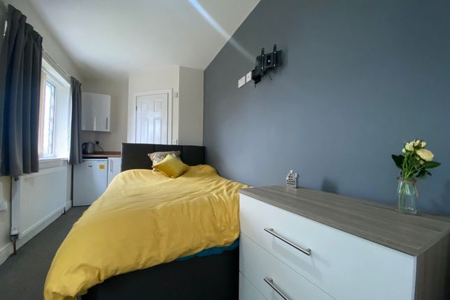 Thumbnail Room to rent in Chelmsford Drive, Doncaster