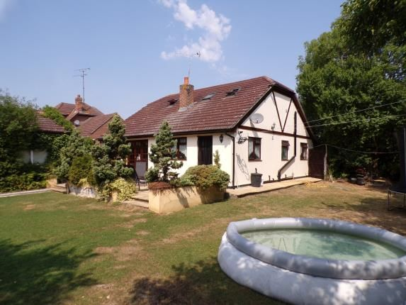 Thumbnail Bungalow for sale in Windsor Road, Bowers Gifford, Basildon