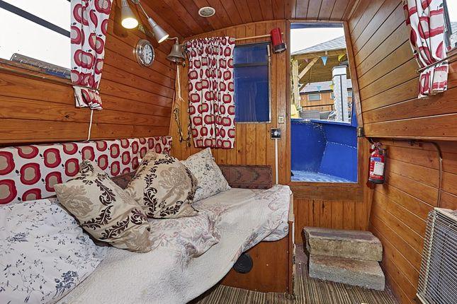 Sitting Room of Boardwalk Place, London E14