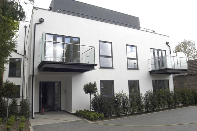 Thumbnail Flat for sale in Station Road, Whyteleafe