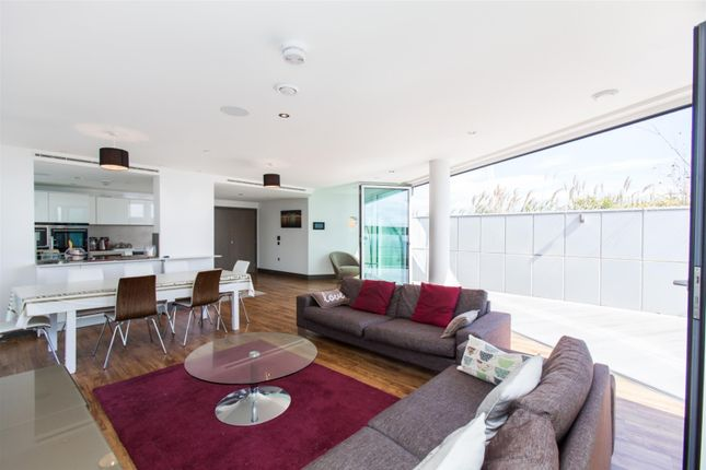 Thumbnail Flat to rent in Alie Street, London