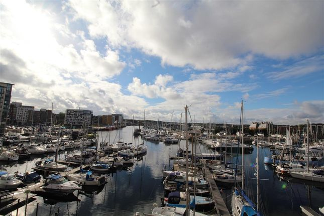 2 bed flat for sale in Neptune Square, Ipswich