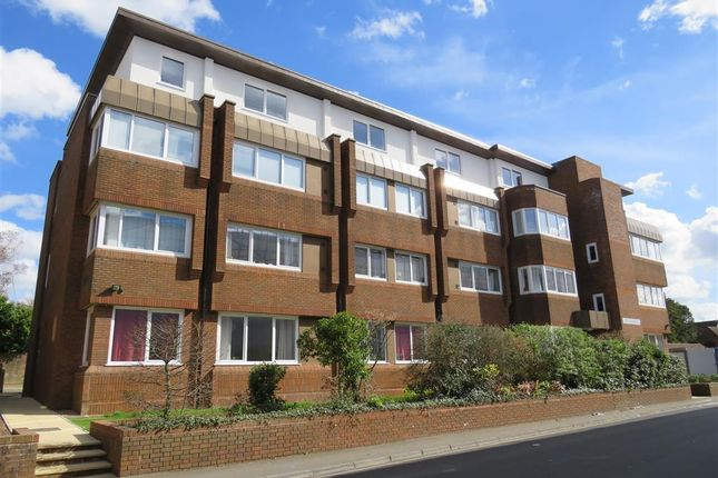 1 bed flat to rent in Cantelupe Mews, Cantelupe Road, East Grinstead