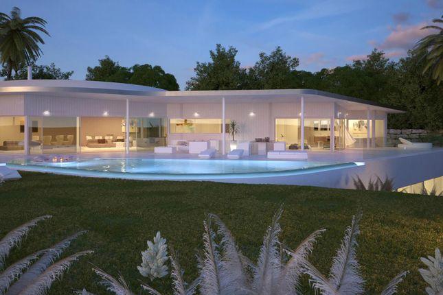 Thumbnail Villa for sale in Avenida Del Higuerón 29630, Benalmádena, Málaga