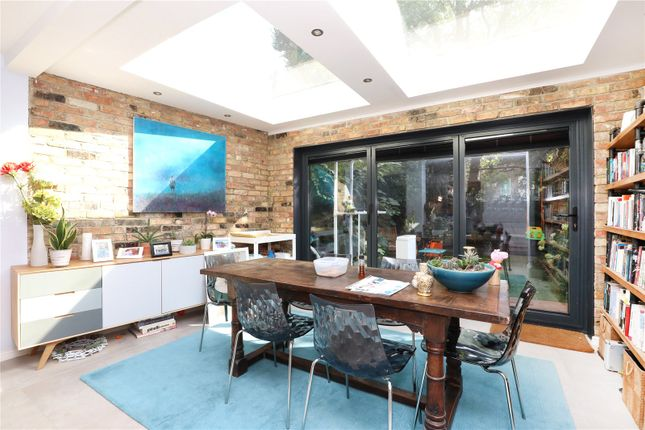 Thumbnail Terraced house for sale in Colvestone Crescent, Hackney