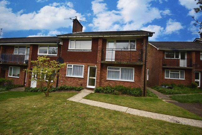 Thumbnail Flat to rent in Elgar Close, Basingstoke