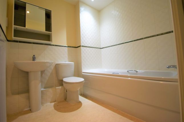 2 bedroom flat for sale in Hedge End, Southampton