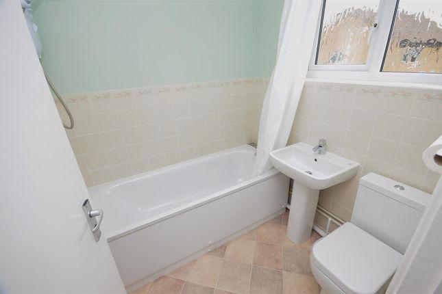Bathroom of Penda Close, Luton LU3