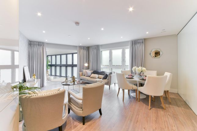 Thumbnail Flat for sale in Wiverton Tower, New Drum Street, London