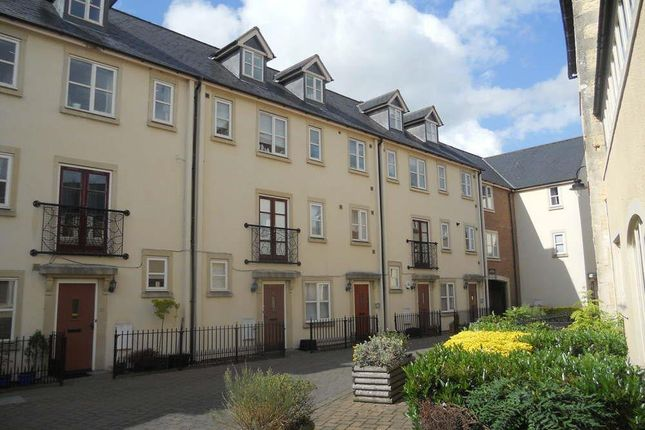 2 bed terraced house to rent in Chapel Mews, Chippenham SN15