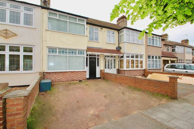 Thumbnail Terraced house to rent in Seabrook Gardens, Romford