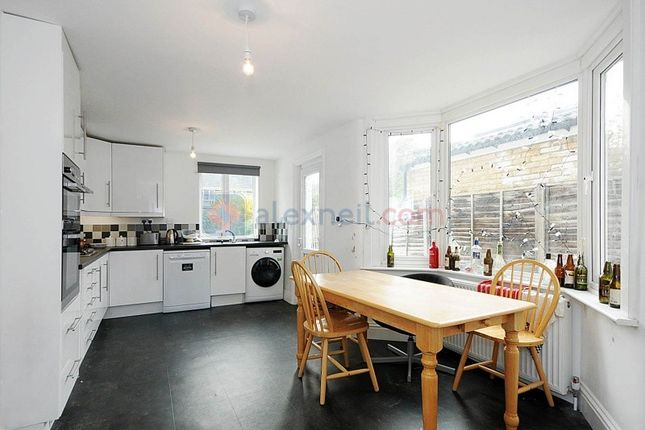 Thumbnail Town house to rent in Lower Road, London