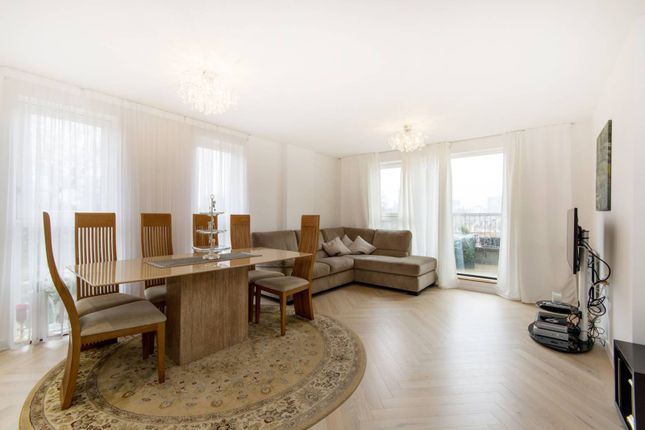 Thumbnail Flat for sale in Heritage Court, Croydon