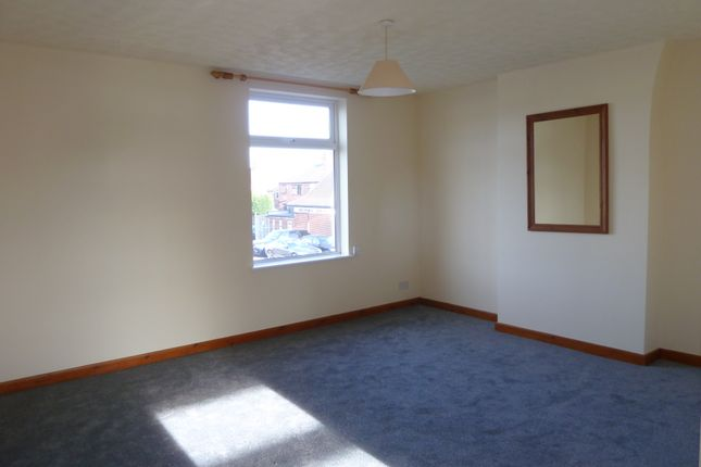 Thumbnail Flat to rent in Buxton Road, Great Moor, Stockport