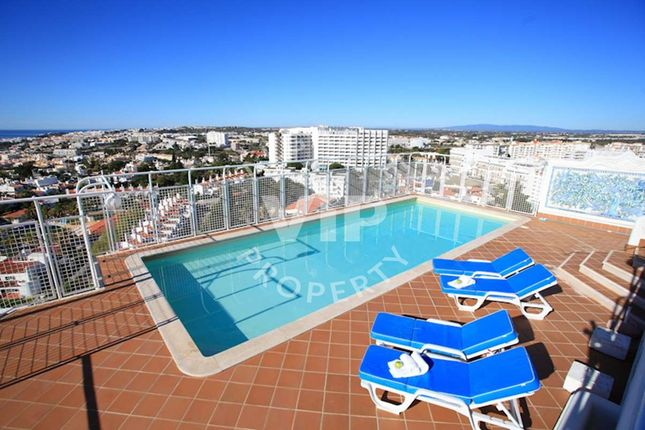 4 bed apartment for sale in Montechoro, Albufeira, Albufeira Algarve