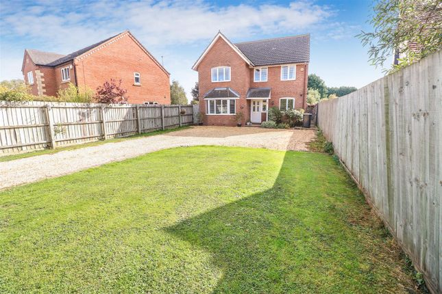 Thumbnail Detached house for sale in Avenue Road, Rushden