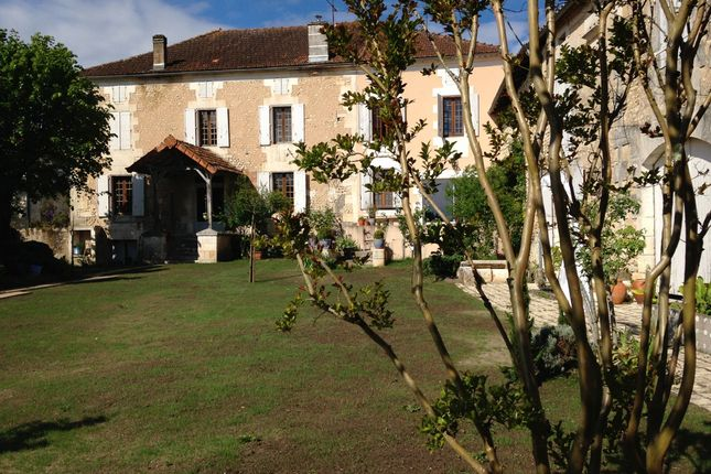 Country house for sale in Montmoreau-Saint-Cybard, Angoulême, Charente, Poitou-Charentes, France