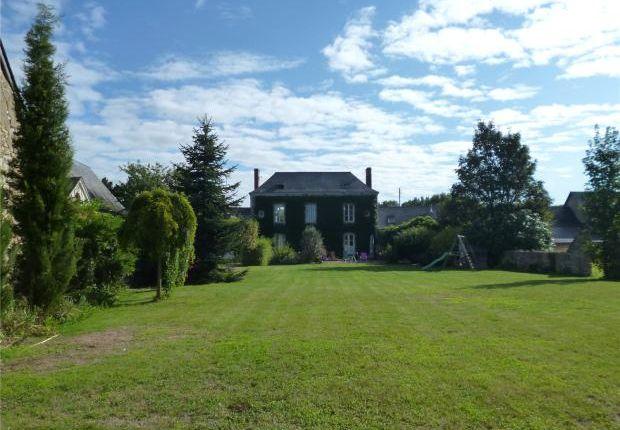 6 bed farmhouse for sale in Chateauneuf Sur Sarthe, Maine Et Loire, North West France