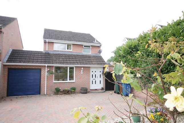 Thumbnail Detached house for sale in Oxford Road, Kidlington
