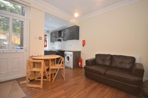 5 bed property to rent in Charlotte Road, City Centre