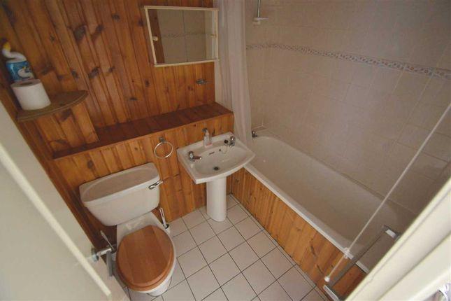 Bathroom of Arranview Street, Chapelhall, Airdrie ML6