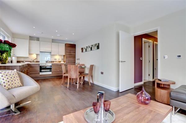 2 bed flat for sale in Moorcroft Lane, Aylesbury
