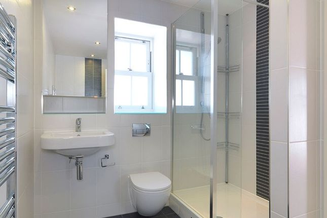 Ensuite of Westmount Close, Worcester Park KT4