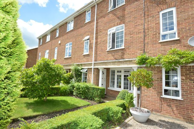 Thumbnail Town house to rent in Clarendon Way, Tunbridge Wells