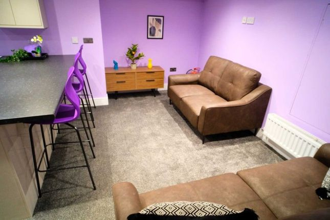 Thumbnail Shared accommodation to rent in Castle Street, Bolton