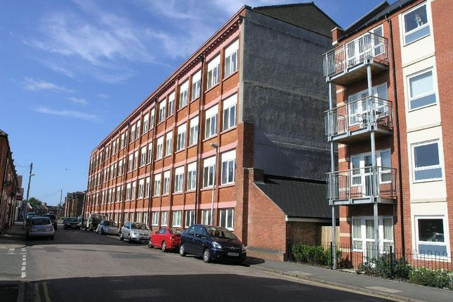 2 bed flat to rent in Baronson Gardens, Abington, Northampton