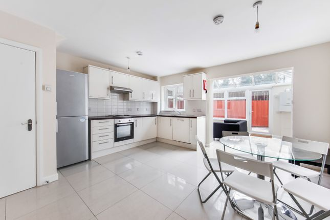 Thumbnail Town house to rent in Ambassador Square, Docklands, London