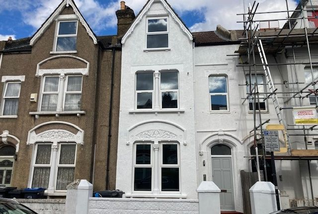 Thumbnail Flat to rent in Stanger Road, South Norwood
