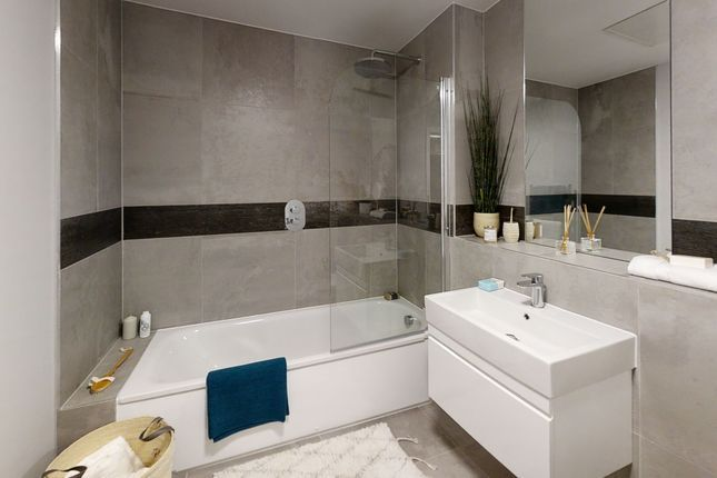 2 bedroom flat for sale in The Waldrons, Croydon, London